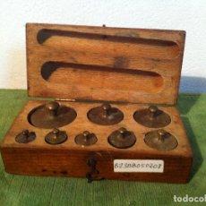 Antigüedades: SINGULAR ESTUCHE DE 8 ANTIGUAN PESAS AUSTRIACAS DESDE 5G A 20 DKG (B23). Lote 114402255