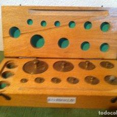 Antigüedades: COMPLETO JUEGO DE DE 10 PESAS DE BRONCE + FRACCIONES DE 1G A 200G (B24). Lote 114402787