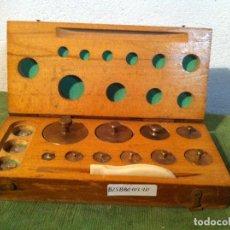 Antigüedades: COMPLETO JUEGO DE 10 ANTIGUAS PESAS DE BRONCE DE 1G A 200G (B25). Lote 114403203