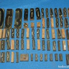 Antigüedades: (M) LOTE DE 72 LETRAS NUMEROS TIPOGRAFICOS ANTIGUAS DE MADERA , DIFERENTES MEDIDAS. Lote 114424523