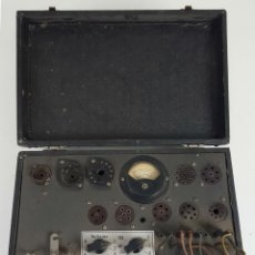 Antigüedades: COMPROBADOR DE VÁLVULAS ER (ERATELE? ). ESCUELA DE RADIO MAYMO. CIRCA 1940. . Lote 114429795
