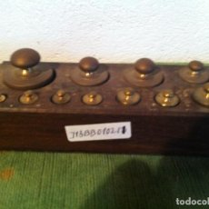 Antigüedades: JUEGO DE 11 ANTIGUAS PESAS DE BRONCE DESDE 1G A 200G (J13). Lote 114439331