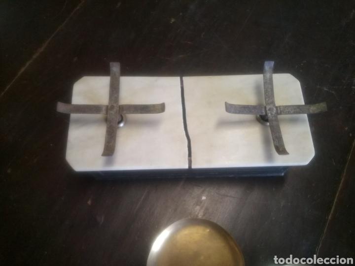 Antigüedades: Balanza de platos, de latón, caja de madera y mármol - Foto 4 - 114447227