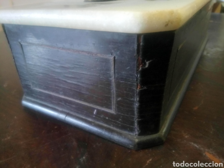 Antigüedades: Balanza de platos, de latón, caja de madera y mármol - Foto 10 - 114447227