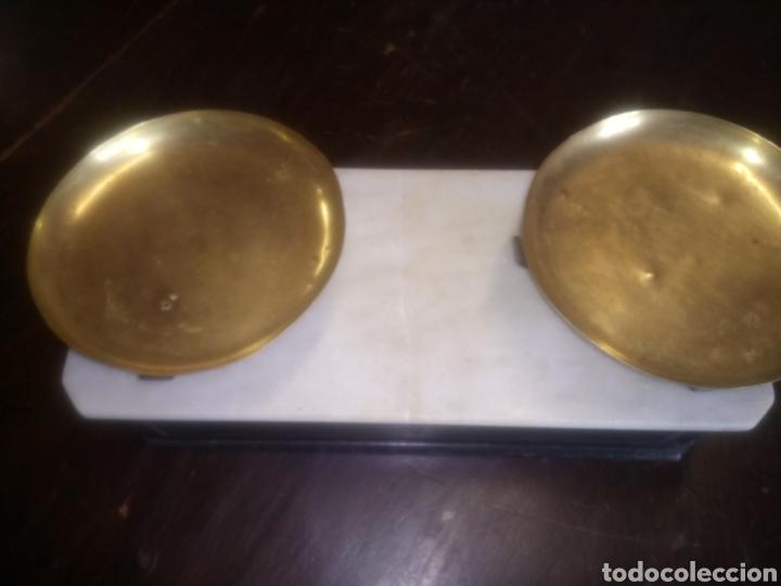 Antigüedades: Balanza de platos, de latón, caja de madera y mármol - Foto 14 - 114447227