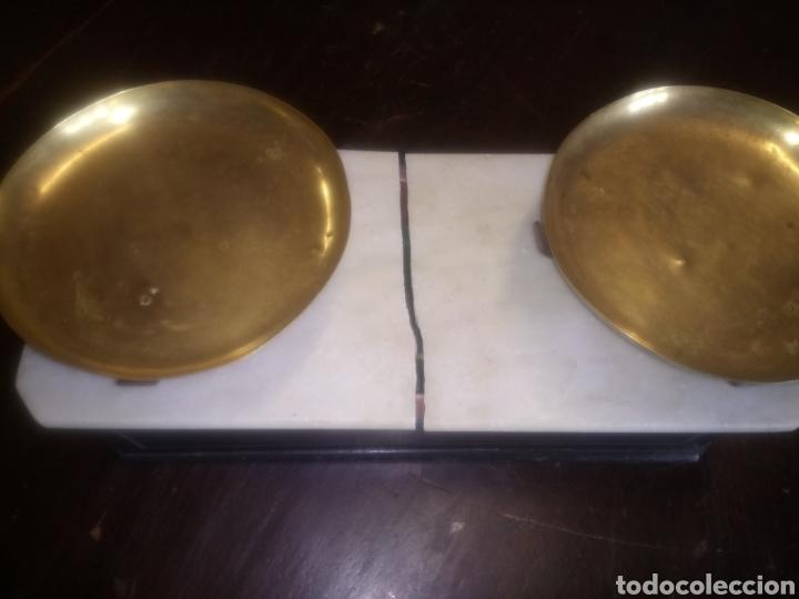 Antigüedades: Balanza de platos, de latón, caja de madera y mármol - Foto 15 - 114447227