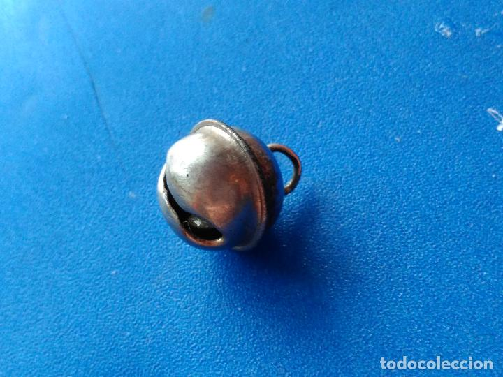 Antigüedades: Antiguo y pequeño cascabel. Metal. - Foto 4 - 114496475