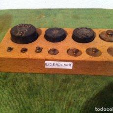 Antigüedades: BONITO JUEGO DE 11 ANTIGUAS PESAS DE BRONCE Y DE HIERRO DE 1G A 200G (R12). Lote 114540771