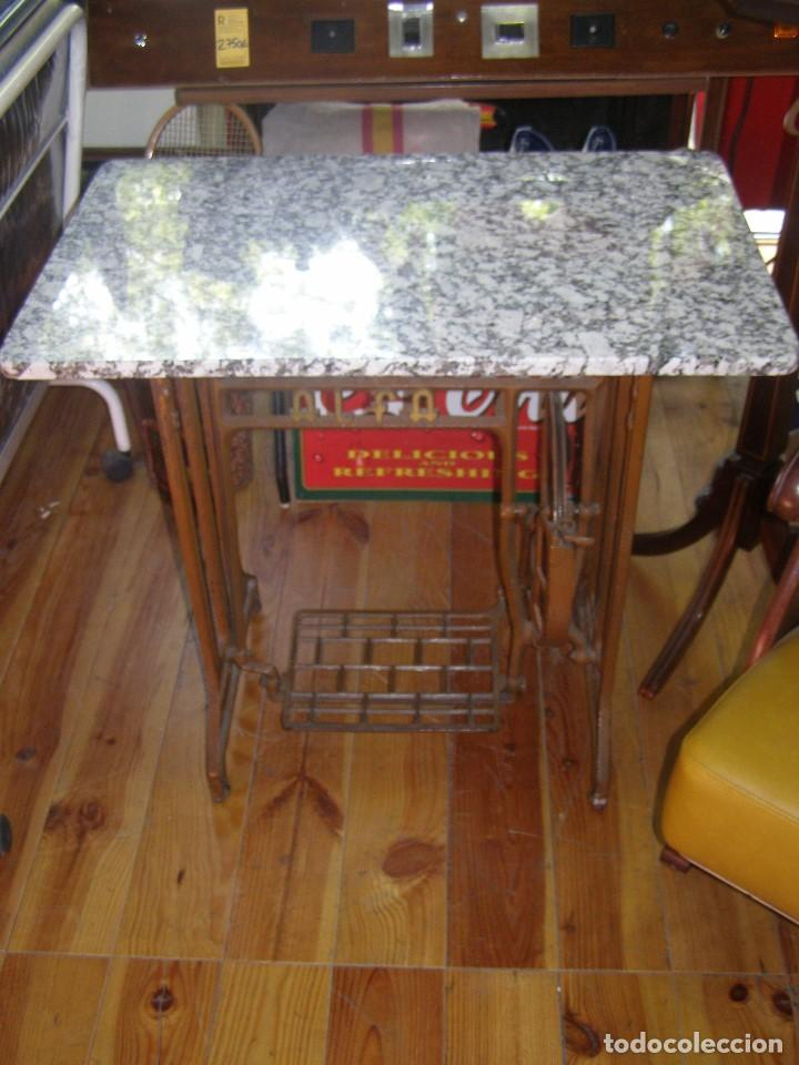 Antigüedades: Mesa Máquina de coser ALFA. - Foto 2 - 114601559