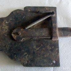 Antigüedades: ANTIGUA CERRADURA O PESTILLO DE FORJA . Lote 114711267