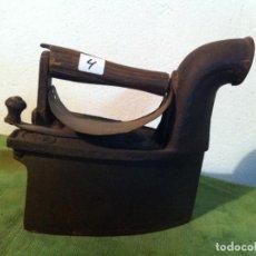 Antigüedades: ANTIGUA PLANCHA DE CARBON CON CHIMENEA FRONTAL (PCH4). Lote 114834539