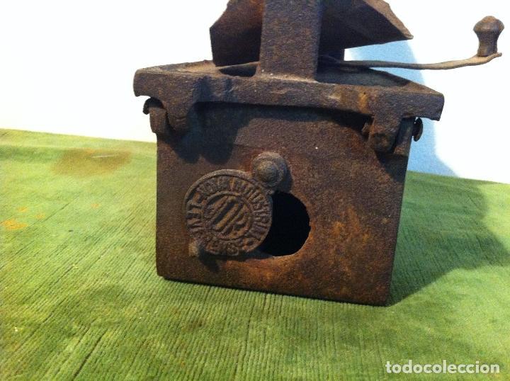 Antigüedades: ANTIGUA PLANCHA DE CARBON CON CHIMENEA FRONTAL (PCH4) - Foto 3 - 114834539