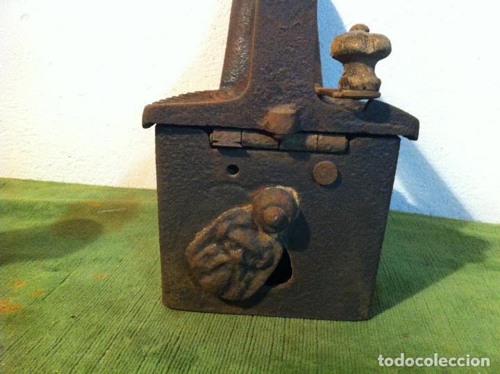 Antigüedades: ANTIGUA PLANCHA DE CARBON CON CHIMENEA FRONTAL(PCH3) - Foto 3 - 114835683