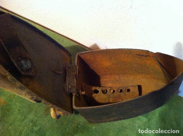 Antigüedades: ANTIGUA PLANCHA DE CARBON CON CHIMENEA FRONTAL(PCH3) - Foto 4 - 114835683