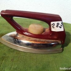 Antigüedades: PEQUEÑA PLANCHA ELECTRICA FUNCIONANDO A 220 VOLTIOS (PEL28). Lote 114846511