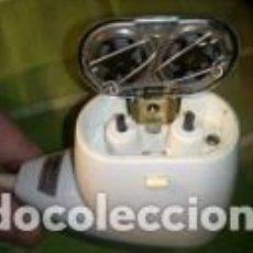 Antigüedades: MAQUINA AFEITAR ELECTRICA PHILIPS. AÑOS 60. FUNCIONANDO. DESCRIPCION Y FOTOS VARIAS.. Lote 114866851