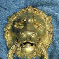 Antigüedades: ALDABA CARA DE LEÓN. MODERNISTA. BRONCE DORADO. S.XX KNOCKER LION FACE. Lote 114996247