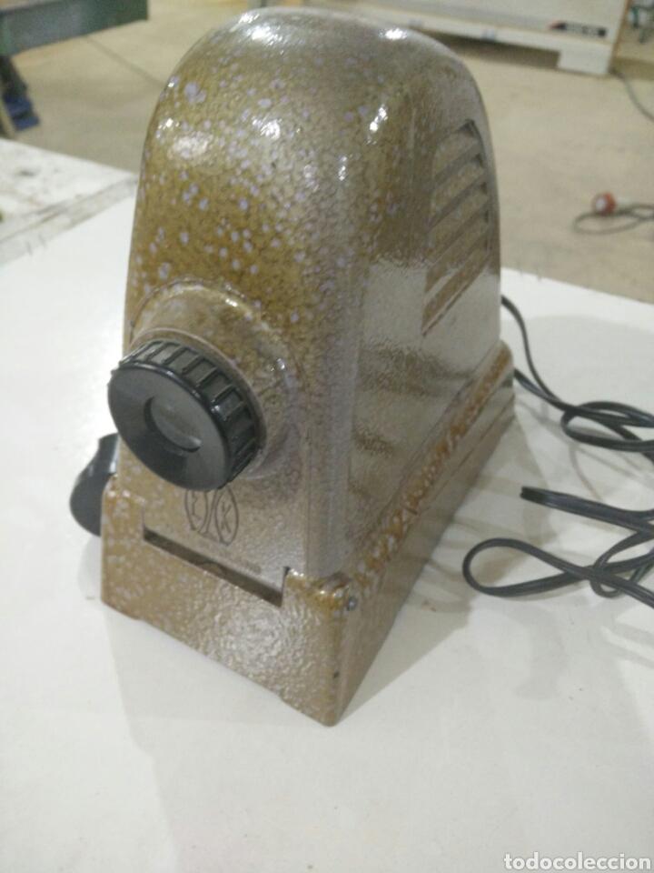 ANTIGUO PROYECTOR MANUAL (Antigüedades - Técnicas - Aparatos de Cine Antiguo - Proyectores Antiguos)