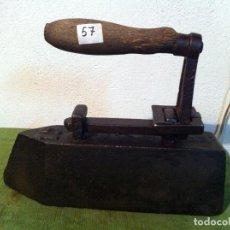 Antigüedades: RARA Y PESADA PLANCHA MACIZA DE 8 KG DE HIERRO (PMA57). Lote 115125095