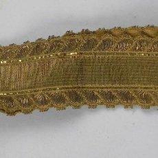 Antigüedades: LLAVE DE ATAUD, CEMENTERIO, AÑO 1900 / 10 APROX, LLAVERO DE CINTA DORADA, LA LLAVE MIDE 2,2 CMS. COM. Lote 115171167