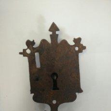Antigüedades: ANTIGUA BOCALLAVE CON CERRADURA DE FORJA. Lote 115178194