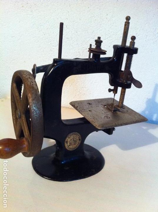 Antigüedades: ANTIGUA PEQUEÑA MAQUINA DE COSER MARCA PFAFF DE MITAD DE S. XIX 150 - Foto 10 - 115400951