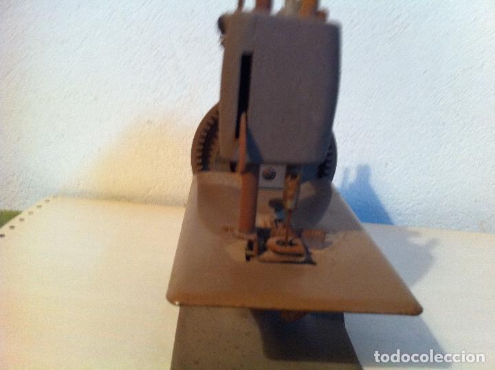 Antigüedades: PEEQUEÑA MAQUINA DE COSER MARCA SINGER DE LOS AÑOS 30 (M2) - Foto 3 - 115404175