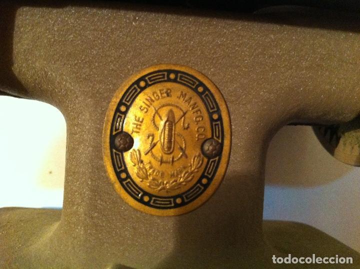 Antigüedades: PEEQUEÑA MAQUINA DE COSER MARCA SINGER DE LOS AÑOS 30 (M2) - Foto 9 - 115404175