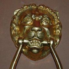 Antigüedades: ALDABA ALDABON LLAMADOR DE BRONCE CABEZA DE LEON. Lote 115421367