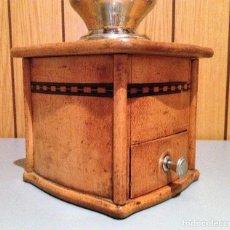 Antigüedades: MOLINO MOLINILLO DE CAFE DE FIRMA ALEMANA ROBERT ZASSENHAUS MODELO Nº 592N ( INCRUSTACIONES MOSAICO). Lote 115606795
