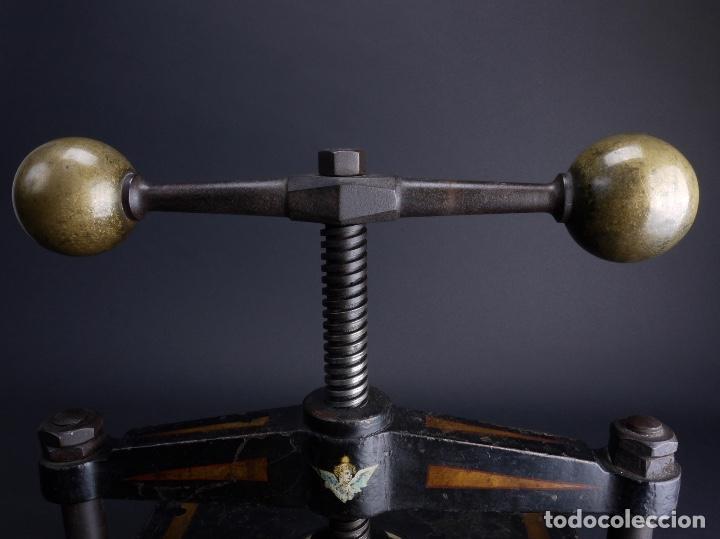 PRENSA DE HIERRO FUNDIDO Y TORNO PARA IMPRENTA, MODELO ALEXANDER WERK 1800 (Antigüedades - Técnicas - Herramientas Profesionales - Imprenta)