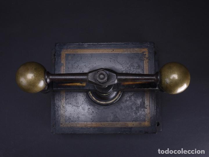 Antigüedades: PRENSA DE HIERRO FUNDIDO Y TORNO PARA IMPRENTA, MODELO ALEXANDER WERK 1800 - Foto 5 - 115798163