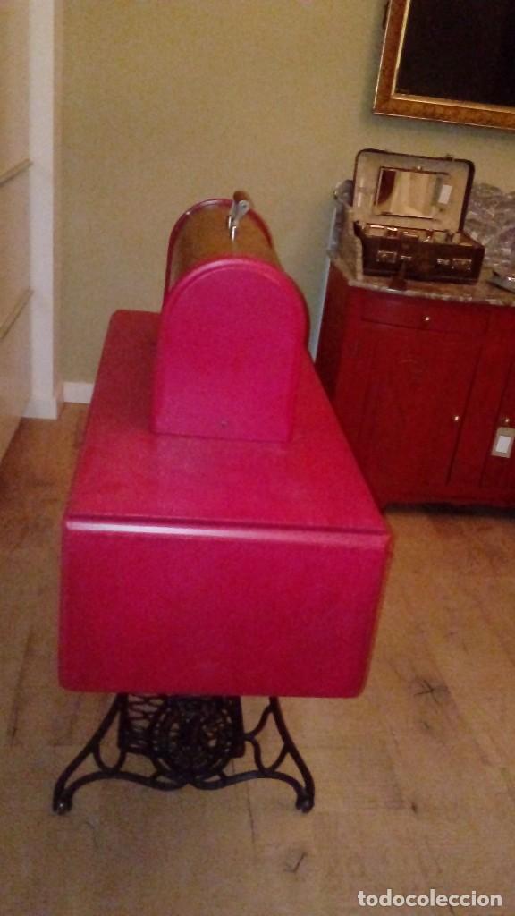 Antigüedades: máquina de coser Singer nº serie F9488756 - Foto 4 - 115821939