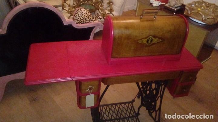 Antigüedades: máquina de coser Singer nº serie F9488756 - Foto 5 - 115821939