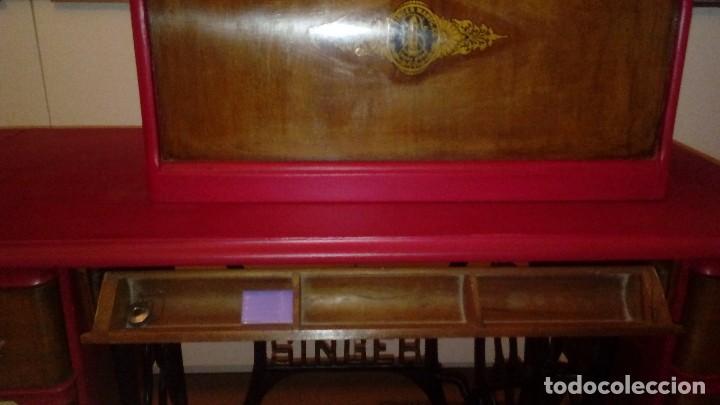 Antigüedades: máquina de coser Singer nº serie F9488756 - Foto 7 - 115821939