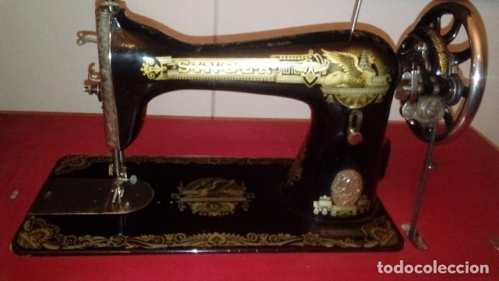 Antigüedades: máquina de coser Singer nº serie F9488756 - Foto 9 - 115821939