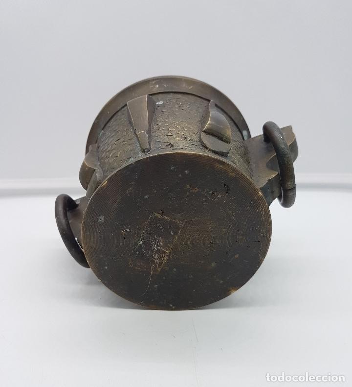 Antigüedades: Mortero antiguo en bronce macizo con cuatro costillas y dos argollas . - Foto 6 - 147134130