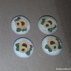 Antigüedades: 4 TIRADORES DE RESINA FLORES. Lote 115998911