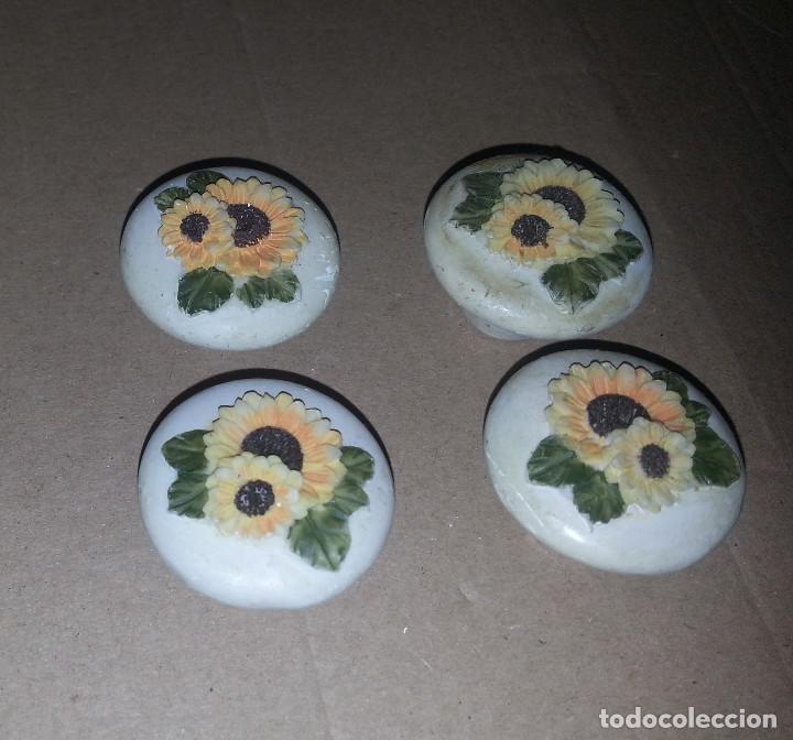 Antigüedades: 4 TIRADORES DE RESINA FLORES - Foto 2 - 115998911