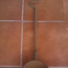 Antigüedades: INVERSION CAZO, CUCHARON CUCHARA DE FUNDIDOR, FUNDICION, FUNDIR, CRISOL HERRERO. Lote 116054767