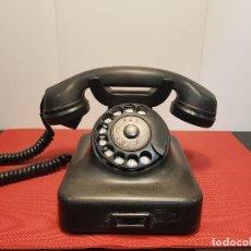 Teléfonos: ANTIGUO TELÉFONO DE BAQUELITA NEGRO AÑOS 40-50 BUEN ESTADO. Lote 116125975