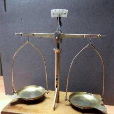 Antigüedades: ANTIGUA BALANZA DE FARMACIA - JOYERIA O PLATERIA, S. XIX-XX. Lote 116179803