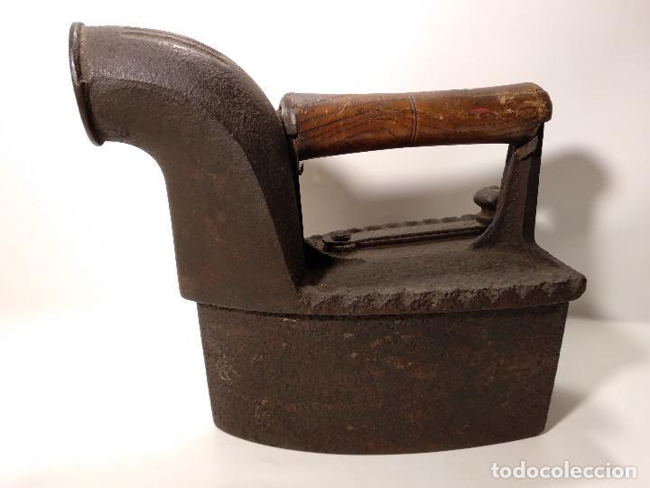 Antigüedades: ANTIGUA PLANCHA DE CARBÓN DE CHIMENEA - Foto 2 - 116252075