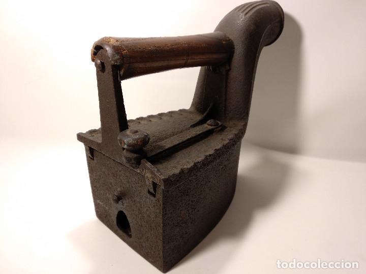 Antigüedades: ANTIGUA PLANCHA DE CARBÓN DE CHIMENEA - Foto 4 - 116252075