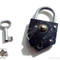 Antigüedades: ANTIGUO CANDADO DE HIERRO FUNCIONANDO 6,5 CM DE ALTO . Lote 116357283