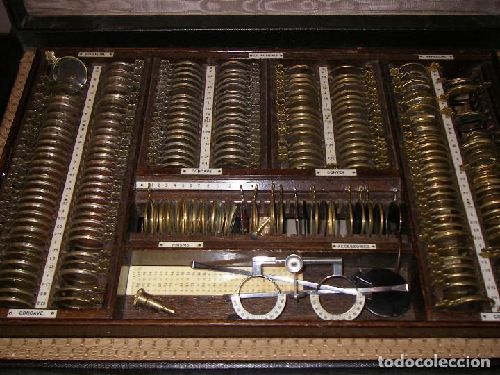 MALETÍN CON INSTRUMENTOS DE GRADUACIÓN Y JUEGOS DE LENTES DE ÓPTICA, SIGLO XIX (Antigüedades - Técnicas - Otros Instrumentos Ópticos Antiguos)