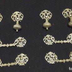 Antigüedades: CONJUNTO COMPLETO DE TIRADORES EN BRONCE .GRANDES . CIRCA 1910-1920. Lote 116493115