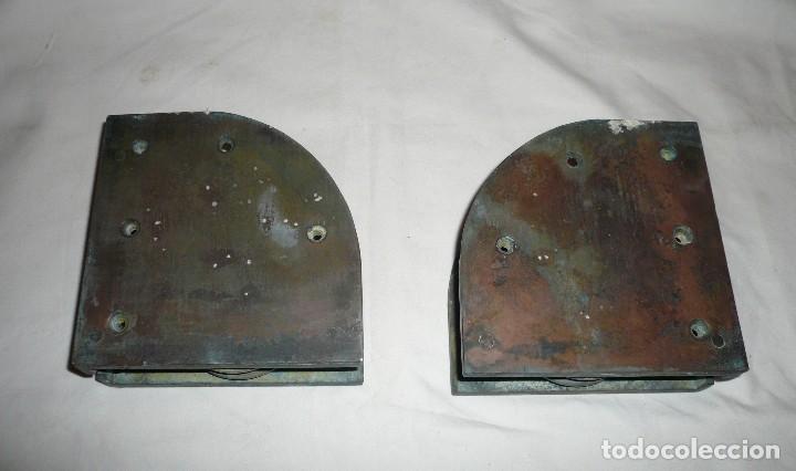 Antigüedades: GUIAS INFERIORES CON RUEDA DE PUERTA CORREDERA DE BARCO - Foto 4 - 116493271