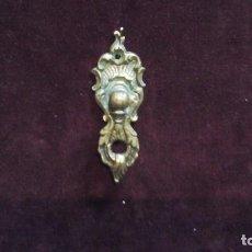 Antigüedades: TIRADOR DE PUERTA , BRONCE .PEQUEÑO TAMAÑO. Lote 116493459
