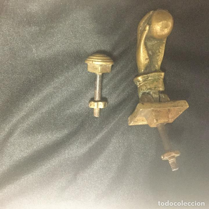 Antigüedades: Antigua Aldaba de bronce con su toc toc. Representa una mano. - Foto 3 - 116532727